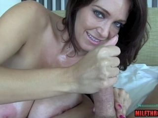Breasty unexperienced cougar hand-job