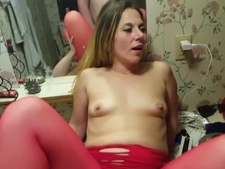 Wifey gobbles her pal.