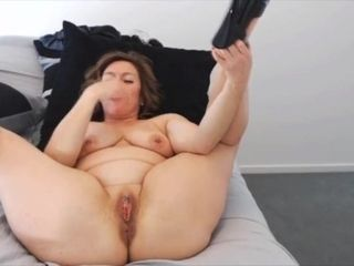 Sassy mature milf Ava with high high-heeled slippers humps labia