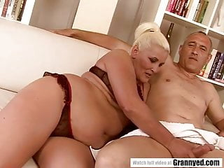 Fat granny has drizzle grungy pussy